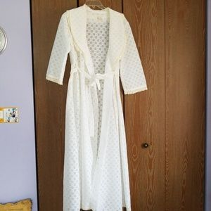 Other - Vintage lace dressing robe